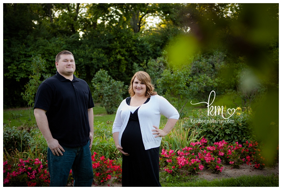 Maternity photography at Holcomb Gardens