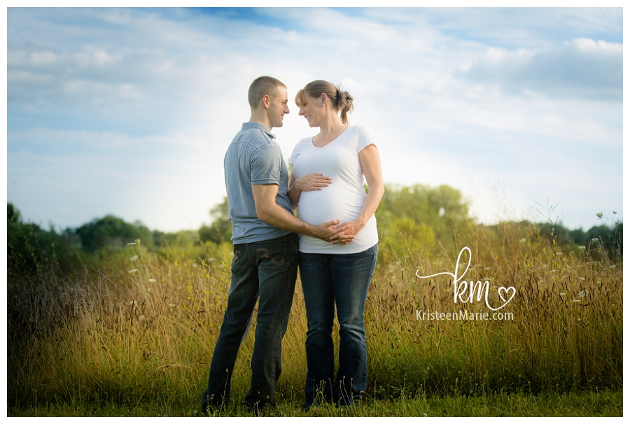outdoor maternity session in Indianapolis, IN