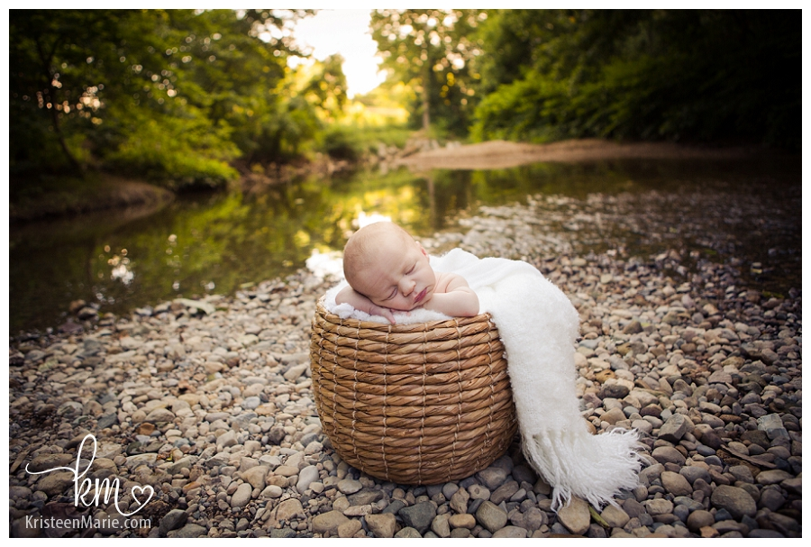 outdoor newborn photogrpahy