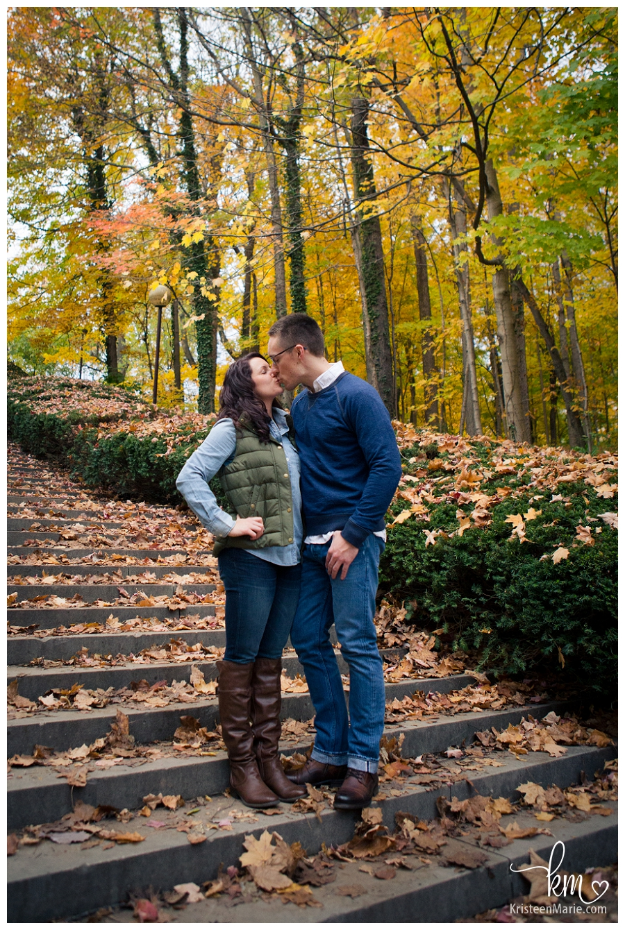 Kissing engagement pictures