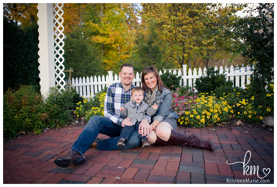Family Pictures at Ambassador House & Heritage Gardens in Fishers Indiana