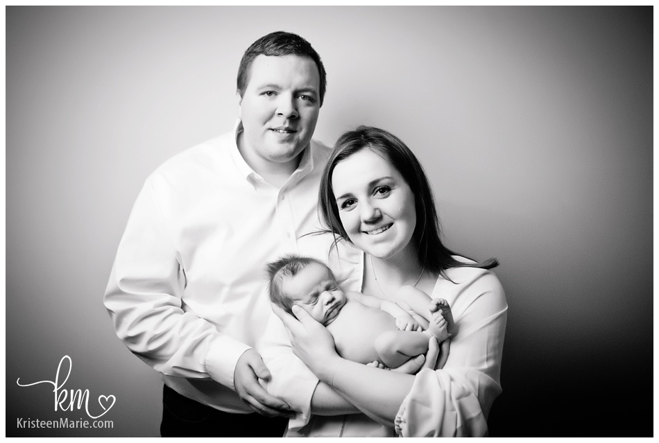 Noblesville family with newborn baby