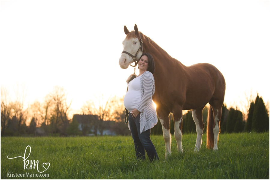 Maternity picture on farm with horse