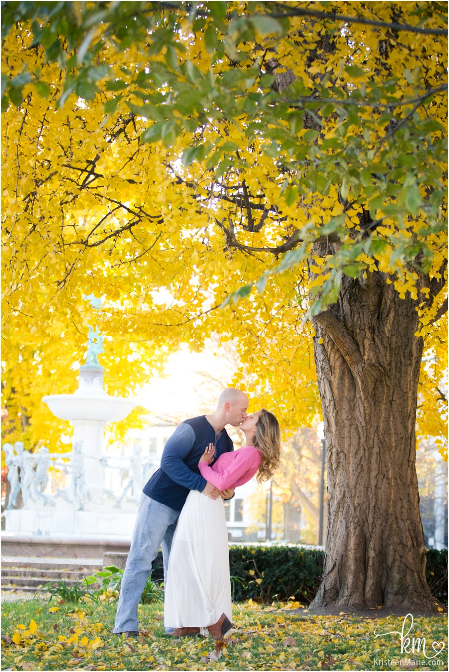 kissing picture in Fall colors