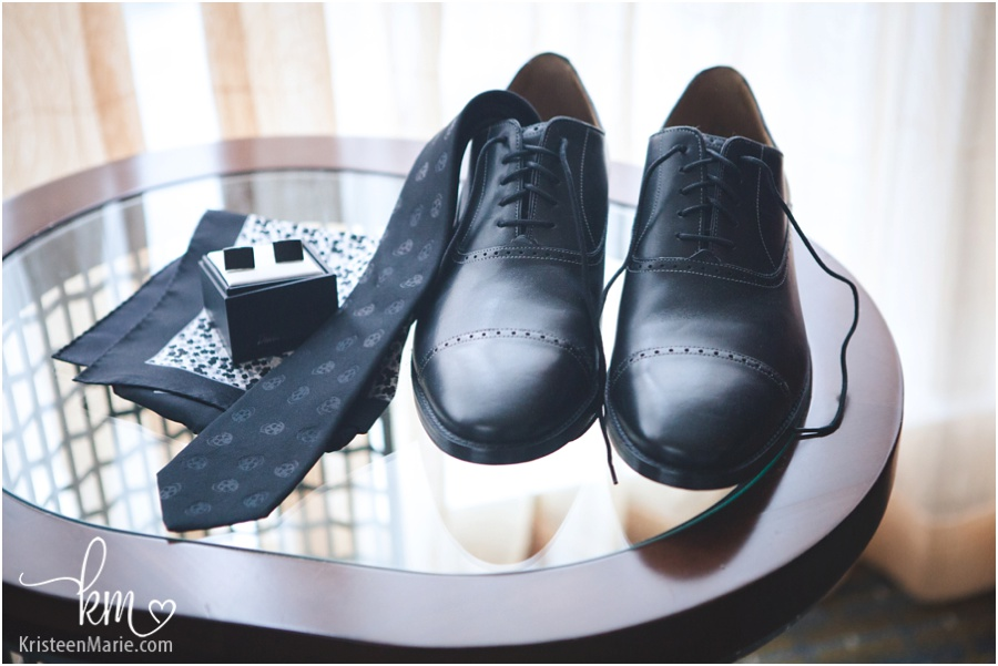 Groom's detials - shoes, tie, cuff links