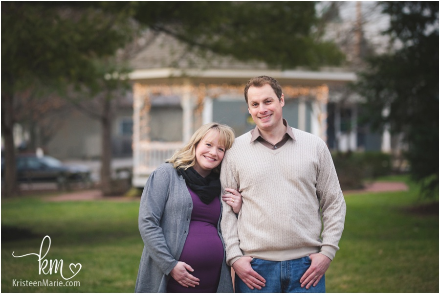 maternity session in downtown Zionsville, IN