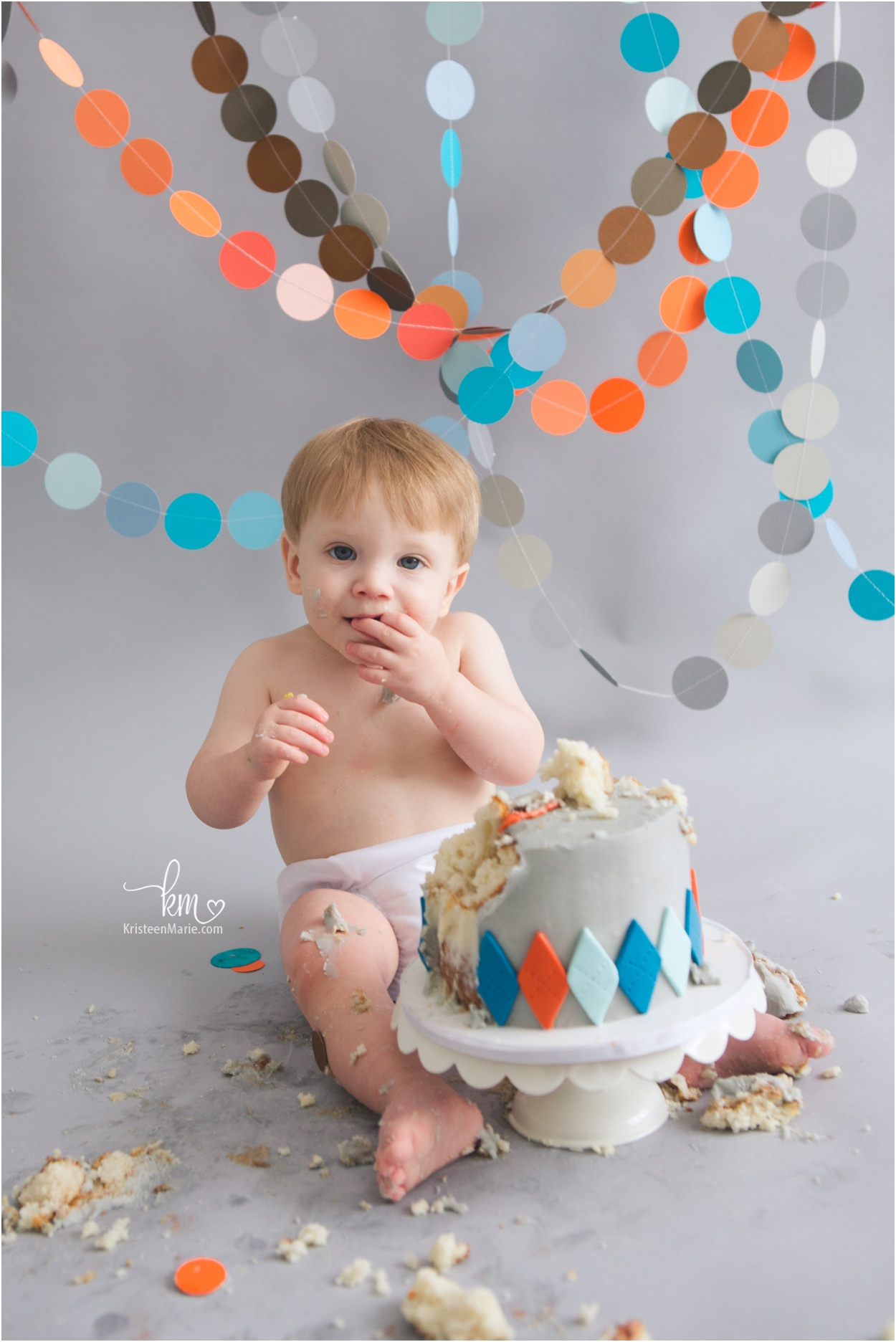 boy cake smash photography