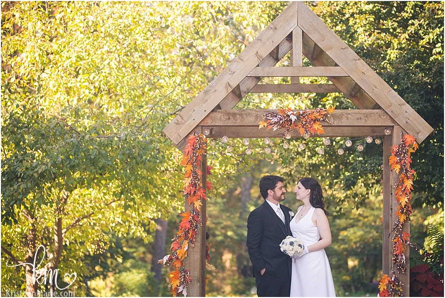 The bride and groom in Fall