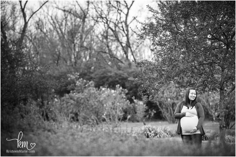 black and white outdoor maternity photography