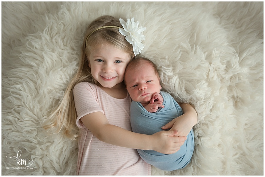Newborn photography with big sister