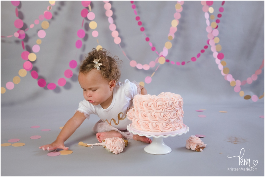 cake smash first birthday little girl