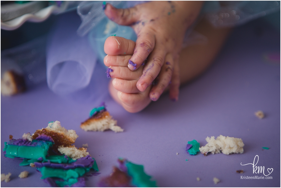 toes and cake - Cake smash photography in Indianapolis, IN