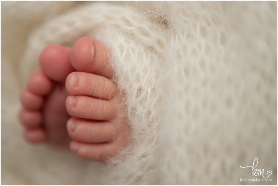 Newborn baby feet - Carmel, Indiana Newborn Photography by KristeenMarie