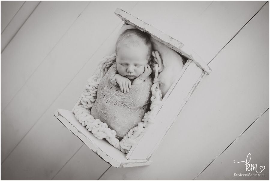 Newborn photography in Indianapolis - black and white image