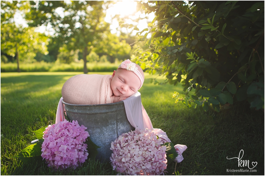 Outdoor newborn picture - Carmel newborn photography