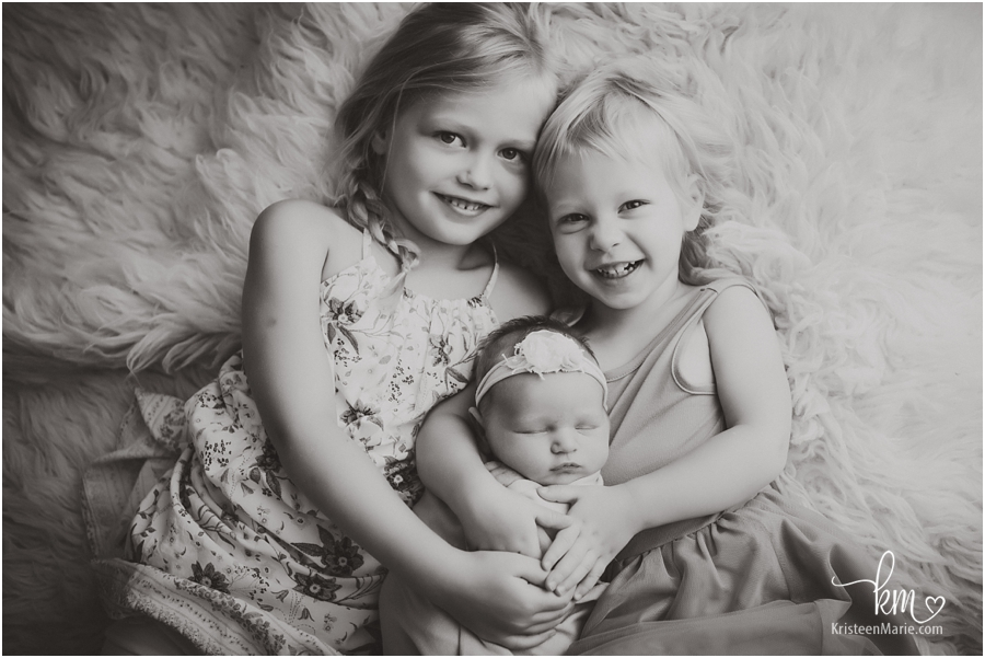 Indianapolis newborn photography - sisters