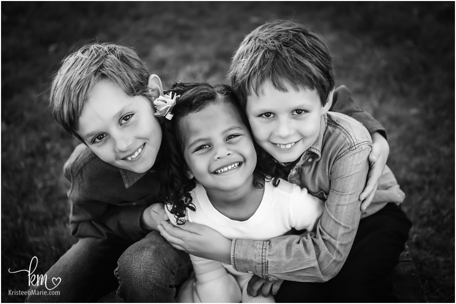 Indianapolis family pictures - sibling picture in black and white