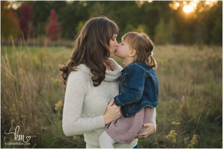 kisses between mom and daughter