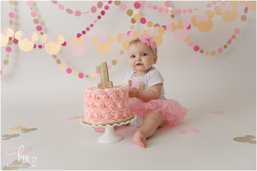 Minnie Mouse Pink and Gold First Birthday Cake Smash - 1st birthday party idea