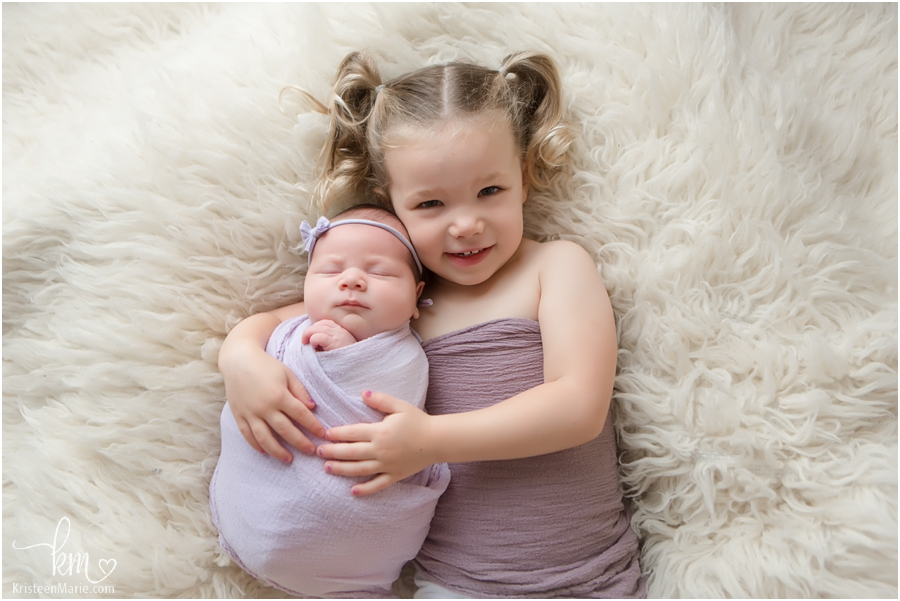 big sister and little sister - Newborn photographer in Indianapolis, IN