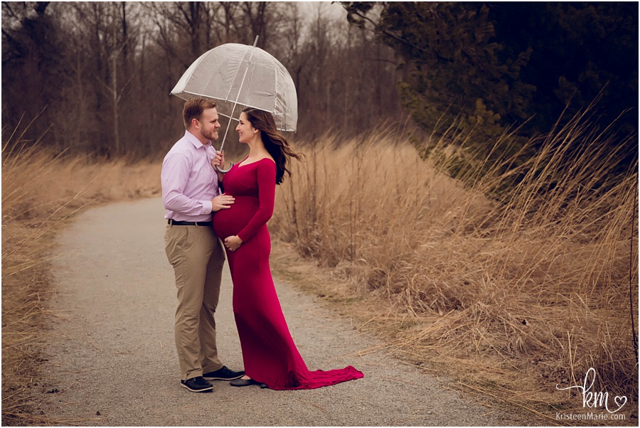 rainy maternity session