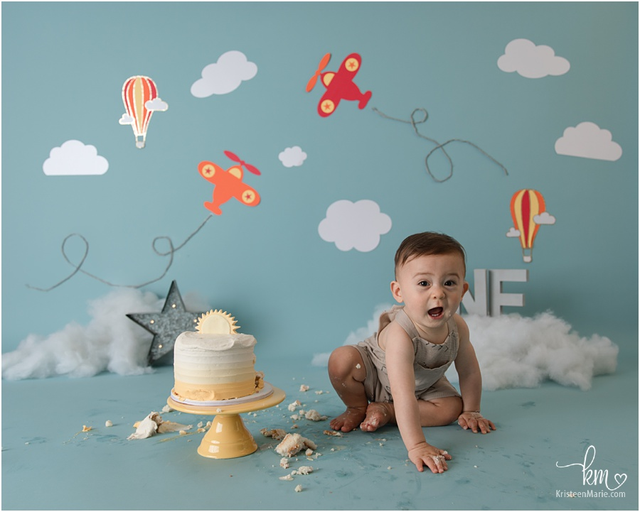 Time flies cake smash session for baby's 1st birthday