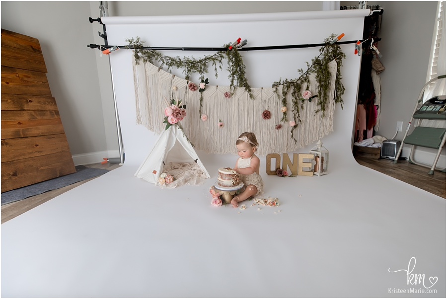 behind the scenes of cake smash session - photography studio pull back