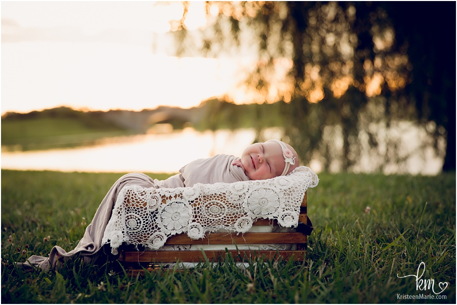 Indianapolis outdoor newborn photography