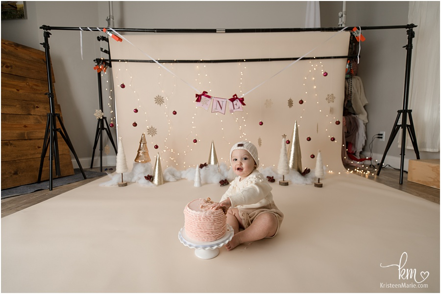 behind the scenes of cake smash session - pullback shot - winter wonderland