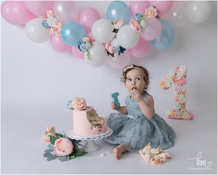 blush & blue balloon arch